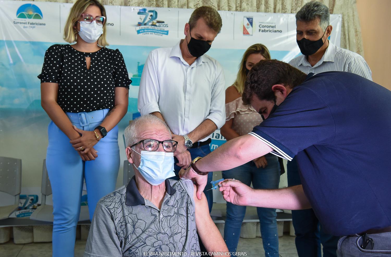 Coronel Fabriciano inicia vacinação contra Covid-19 no Lar dos Idosos