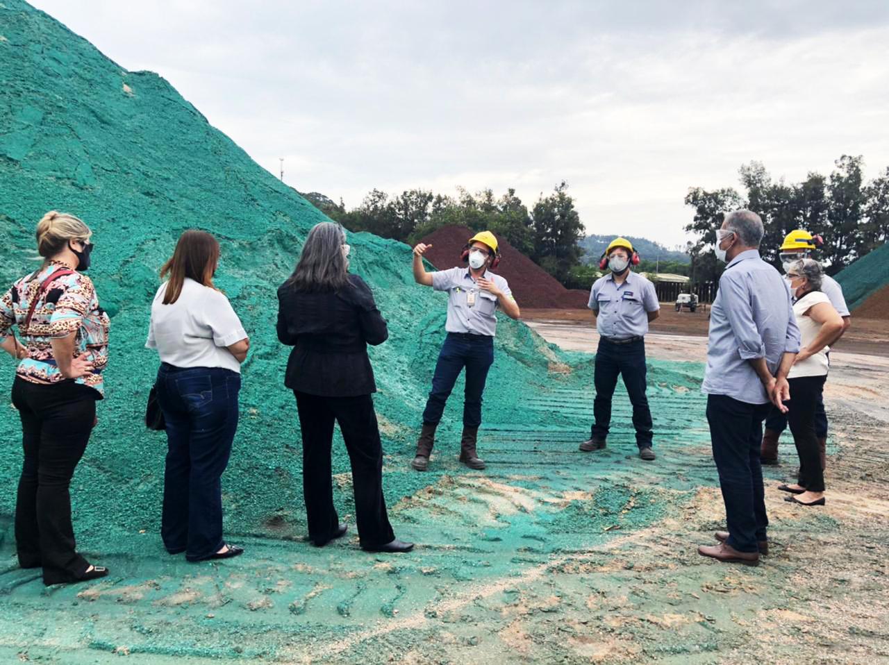 Usiminas apresenta ações ambientais para moradores de Ipatinga